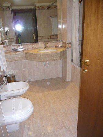 Turim Lisboa Hotel: Bathroom