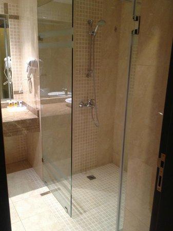 Best Western PLUS Mahboula: Shower