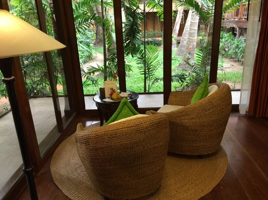 Angkor Village Hotel: View of sitting room with view