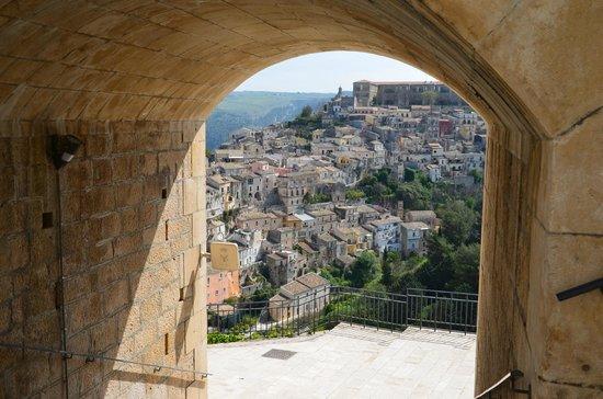 Ragusa Ibla : View of Ibla from New Ragusa