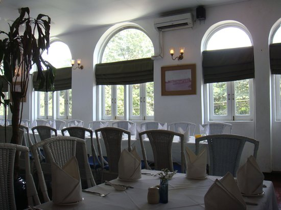 Monsoon Restaurant: 2階席