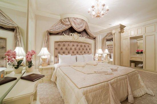 "Royal Casino Spa & Hotel Resort : Premium Suite ""Poker"""
