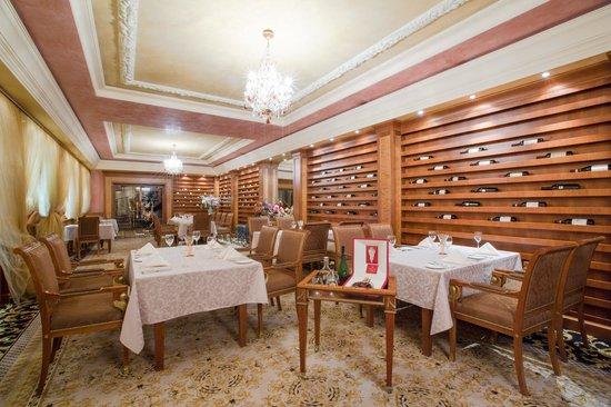 Royal Casino Spa & Hotel Resort : Restaurant