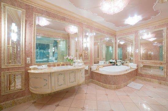 "Royal Casino Spa & Hotel Resort: Suite ""Venice"""