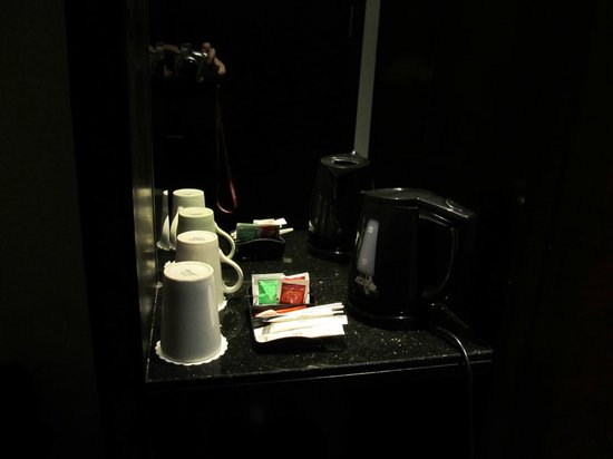 BEST WESTERN Blue Tower Hotel: Tea/coffee maker