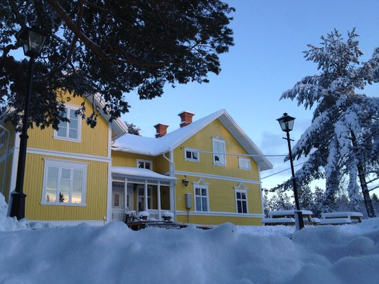 Hedenstugan Bed & Breakfast Hotel: Hedenstugan outside @wintertime