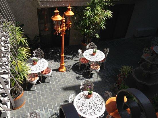 Inn at Venice Beach: Breakfast courtyard