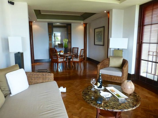 The Legian Bali: Loungein one bedroom deluxe suite