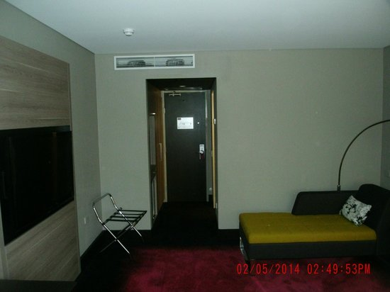 Mercure Brisbane : Towards front door