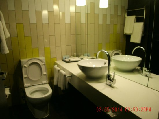Mercure Brisbane : Bathroom