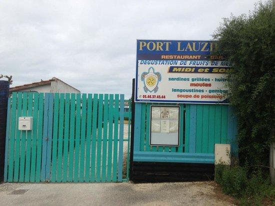 Restaurant Port Lauzieres: entree coté parking