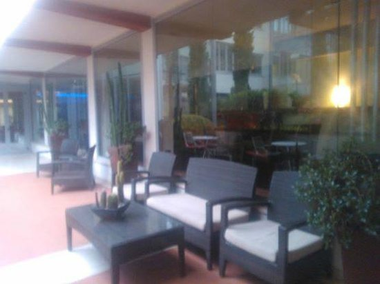 Athenaeum Hotel : Ourdoor Bar Area