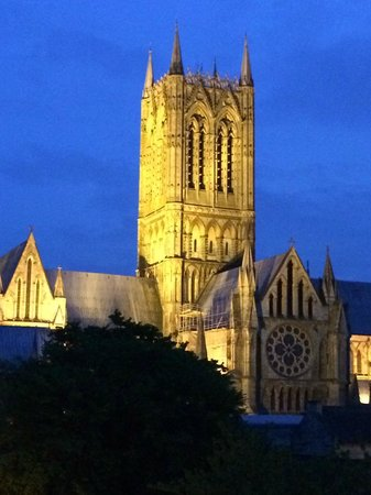 The Lincoln Hotel: Lincoln cathedral by night
