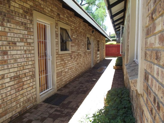Herberg vir Afrika: Units outside