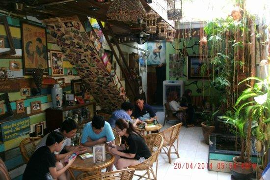 Calanthe Art Cafe : Back of the restaurant