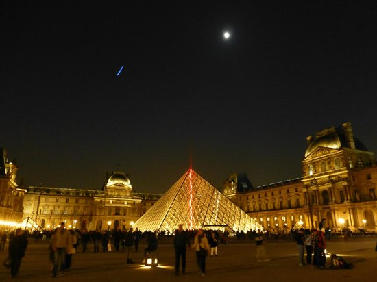 City Wonders: The Louvre by night