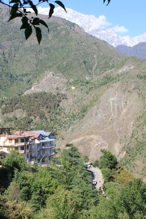 Villa Paradiso: walking down to hotel