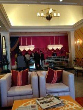 Kimpton Hotel Monaco Philadelphia: Front Desk