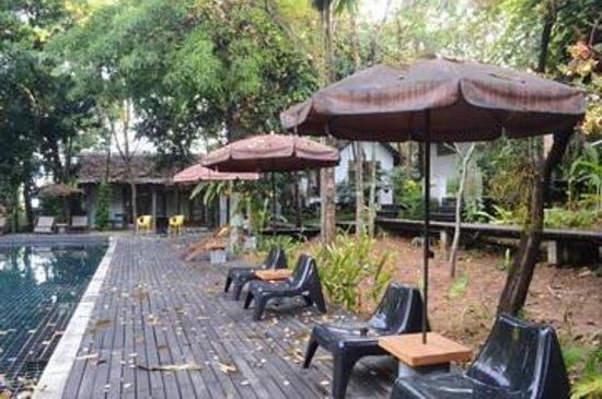 The Sundays Sanctuary Resort & Spa: pool side