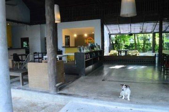 The Sundays Sanctuary Resort & Spa: to the lobby