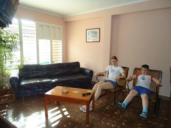 Apart Hostal Eva y Ernesto en Santa Clara: Гостиная апрель 2011год