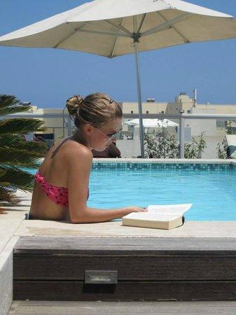 The George Hotel: Genieten van het heerlijke weer en zwembad!