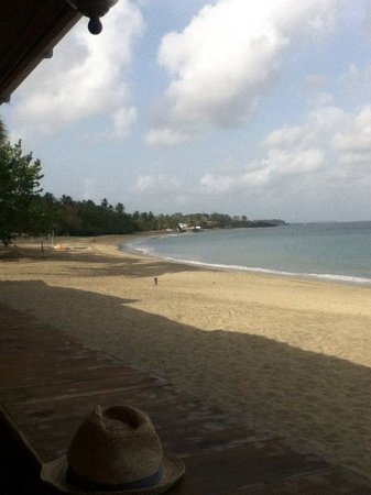Turtle Beach by Rex Resorts : Breakfast view from the beachside dining area