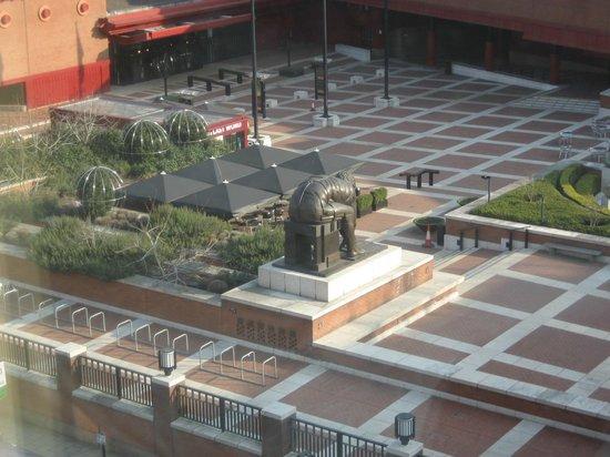 Pullman London St Pancras Hotel : vue agréable sur la square de la bibliothèque