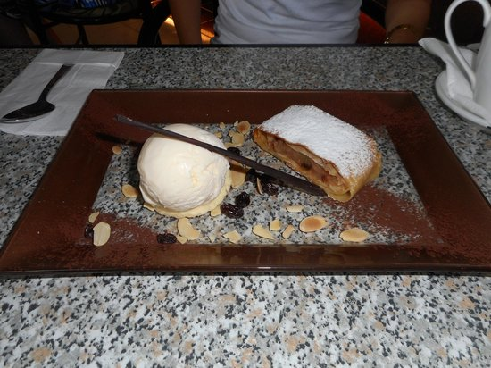 Bali Bakery : Apple Strudel.....Yum