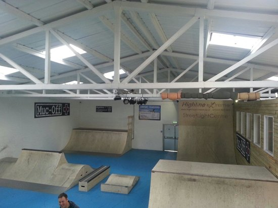 Skatepark picture of streetlight centre wimborne for Indoor skatepark design uk