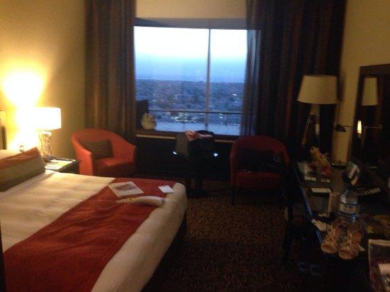 Towers Rotana: Room 1504 - spacious and nice view