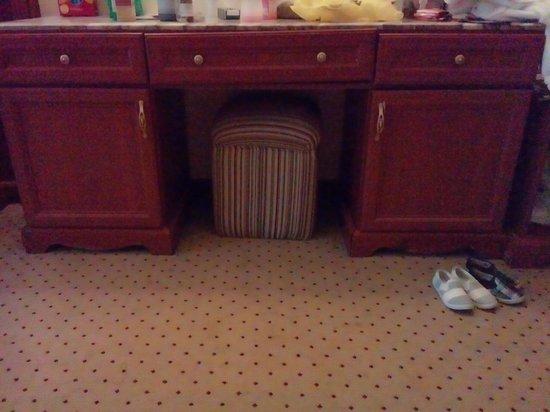 Titanic Palace: wonky drawers