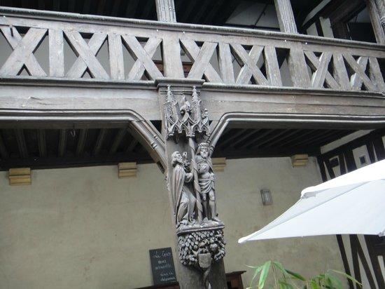 Maison Philippe le Bon: Boiseries du bâtiment