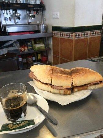 Café bar Er Tito : Carne Mechada du matin