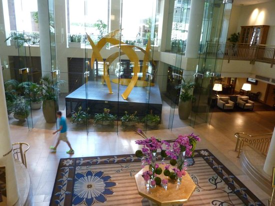Omni Los Angeles at California Plaza : Photo of the lobby.. Very modern