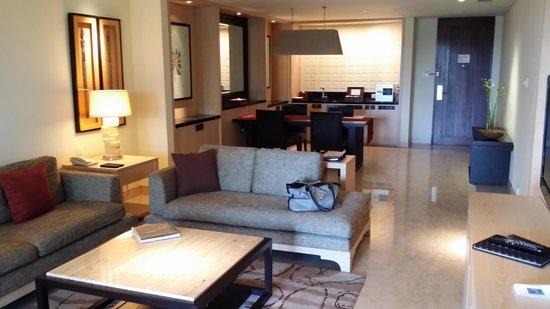 Conrad Bali: lounge room