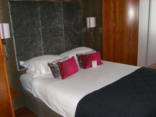 Mercure Bristol Brigstow Hotel: Queen bed