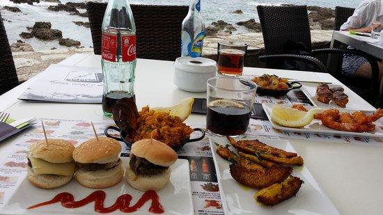 Euforia: tapas choisis hamburger poulet curry paella ..