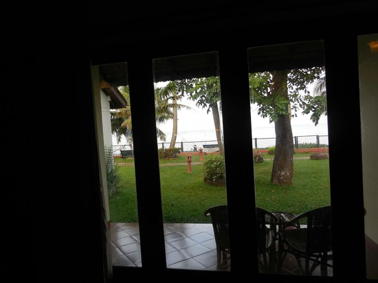 Abad Whispering Palms Lake Resort: Lake side view from room