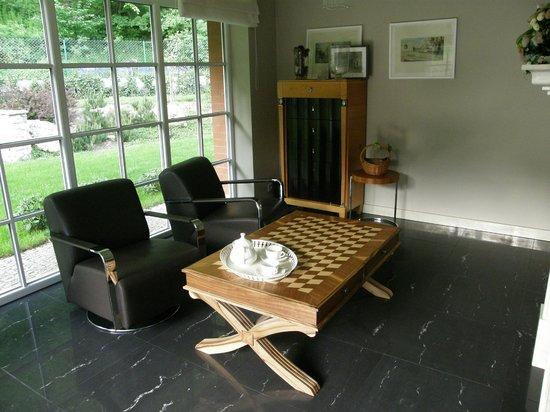 Villa Julia: kącik przy jadalni - można wypić tam kawę lub herbatę