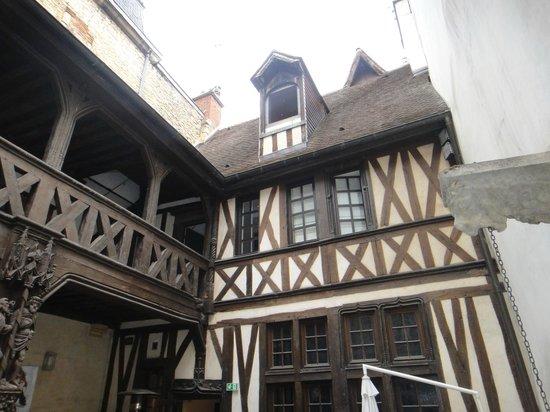 Maison Philippe le Bon: Vue de la cour intérieure