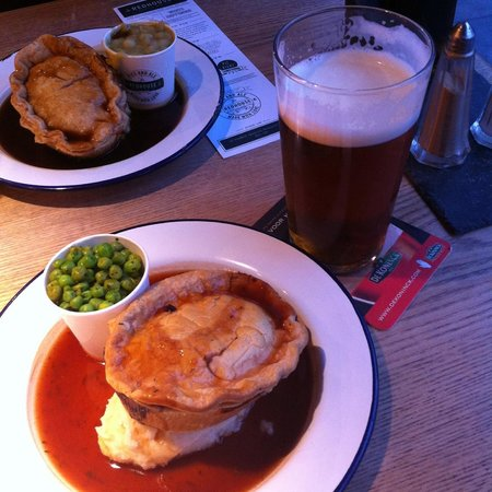 The Redhouse: Lamb & mint pie with minted peas, honey and dijon mustard mash, red wine gravy and IPA beer