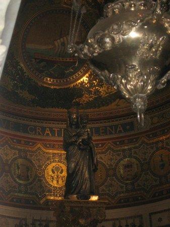 Basilique Notre-Dame de la Garde : la vierge à l'intérieur