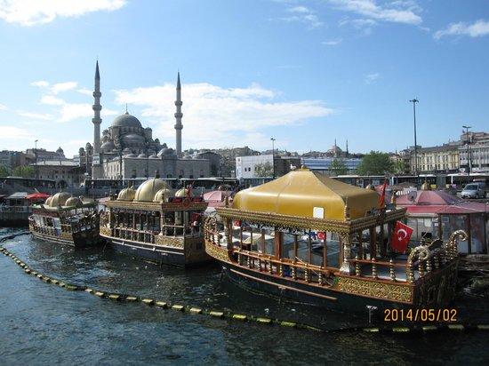 Bosphorus Strait: 400年前から続くサバサンドのお店