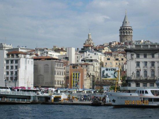 Bosphorus Strait: ガラタ橋からの眺め