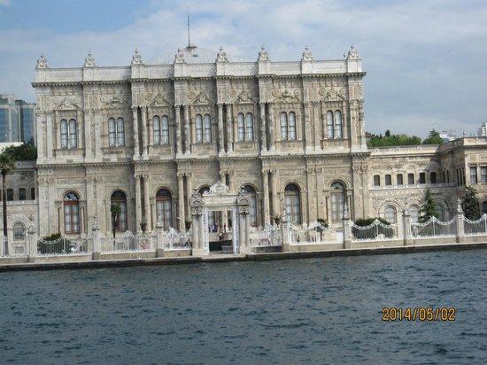 Bosphorus Strait: ドルマバフチェ宮殿