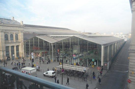 Ibis Styles Hôtel Paris Gare du Nord TGV: Gare du nord in the day