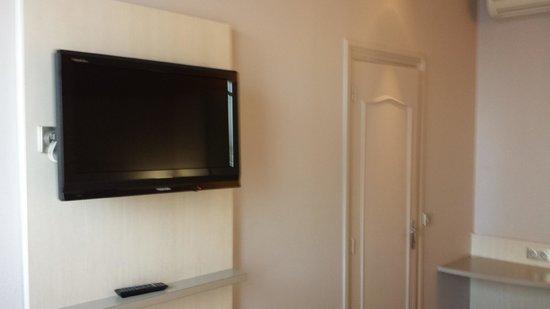 Ibis Styles Hotel Paris Gare du Nord TGV: Flat screen TV