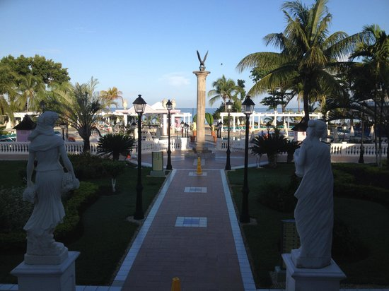 Hotel Riu Palace Tropical Bay : View from lobby out to sea