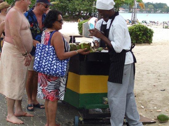 Hotel Riu Palace Tropical Bay : Fresh coconuts